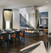 Витражное остекление в интерьере гостиной-столовой, выполненном в современном английском стиле